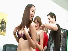 Horny girls sexing everywhere in room
