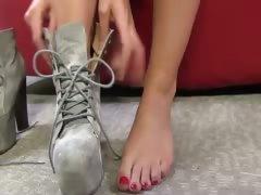 Interracial slut gives feet fun