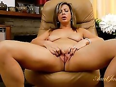 Solo mature chick plays with her hot pussy