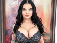 Big-boobed brunette Payton Preslee is trying his massive dick
