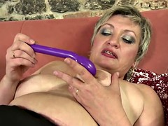 Soft real mother mature stuffs her pussy thirsty
