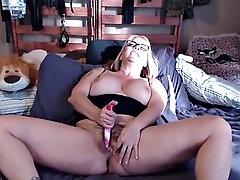 curvy blonde mother in glasses masturbates phat pussy