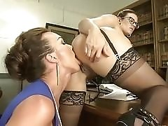 Secretary gives her ass and pussy to her shemale boss