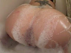 bath time with phat pussy pawg