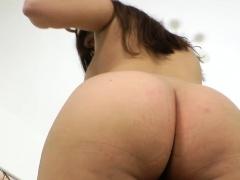 Fetish round booty babe