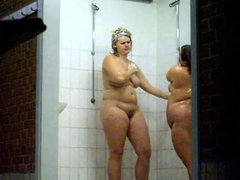 Horny voyeur finds attractive amateur girls in the shower