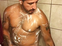 Str8 daddy in the shower