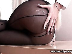 Office babe takes a piss in black pantyhose