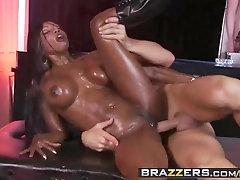 Brazzers - Filthy Massagist - Grope Down Diamond vignette starring Diamond Jackson and Johnny Sins