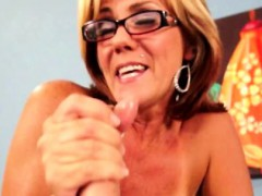 Bigtit cougar in spex wanking his cock