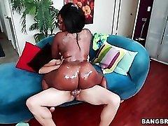 Oiled up ebony slut fucked in wet box