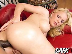 Bouncy Donk Heidi Mayne Satiates Her Lewd Fuck Holes with a Dark-Hued Lollipop