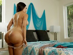 Big-bottomed busty Latina Lela Star jumps on a huge snake in the bed